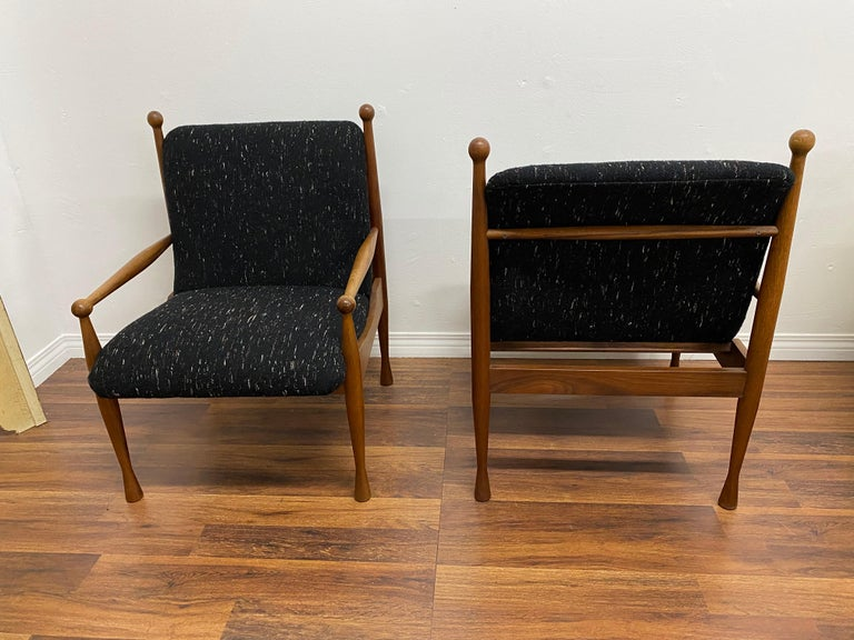 Mid-Century Modern Pair of Danish Modern Lounge Chairs For Sale