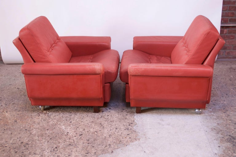Pair of Danish Modern Lounge Chairs in Cinnabar Leather For Sale 3
