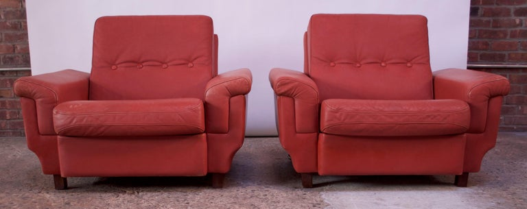 Pair of Danish Modern Lounge Chairs in Cinnabar Leather For Sale 6