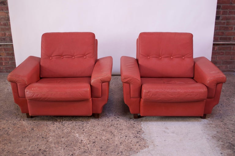 Pair of Danish Modern Lounge Chairs in Cinnabar Leather For Sale 8