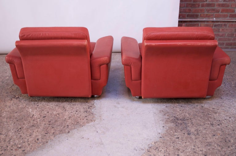 Pair of Danish Modern Lounge Chairs in Cinnabar Leather For Sale 1
