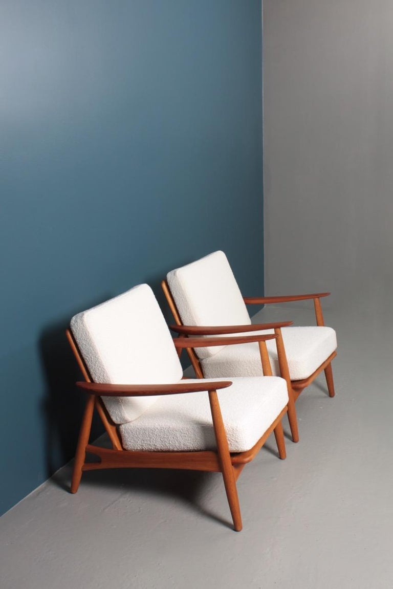 Scandinavian Modern Pair of Danish Modern Lounge Chairs in Teak and Boucle by Johannes Andersen For Sale