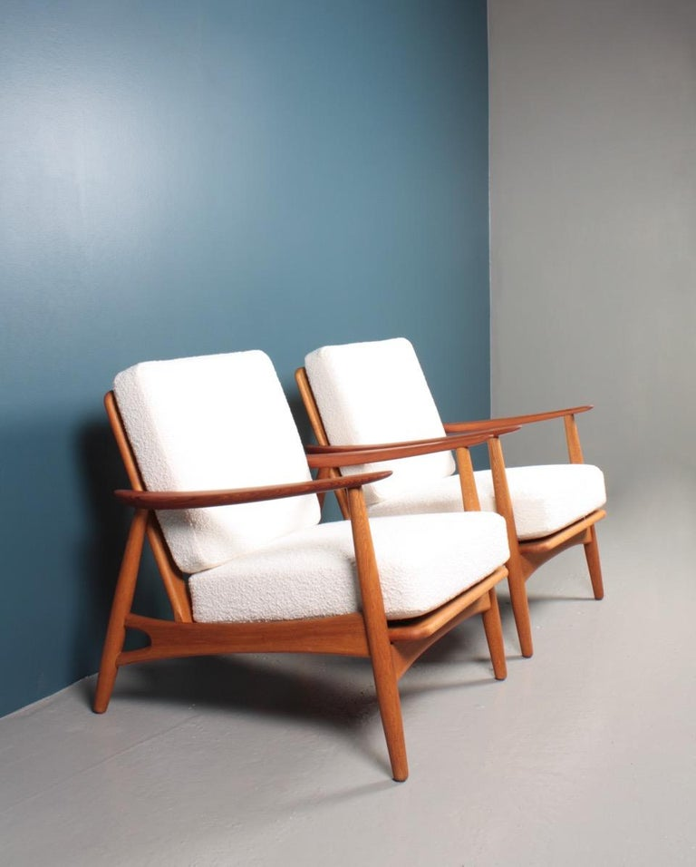 Pair of Danish Modern Lounge Chairs in Teak and Boucle by Johannes Andersen In Good Condition For Sale In Lejre, DK