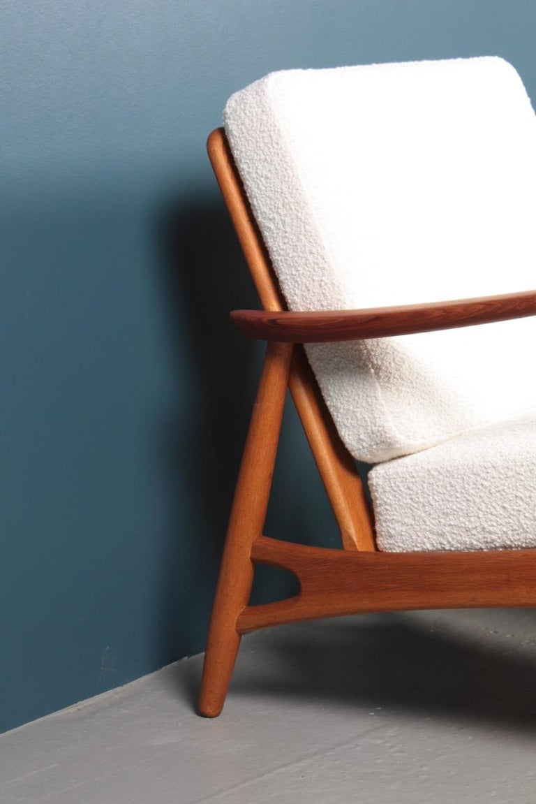 Mid-20th Century Pair of Danish Modern Lounge Chairs in Teak and Boucle by Johannes Andersen For Sale