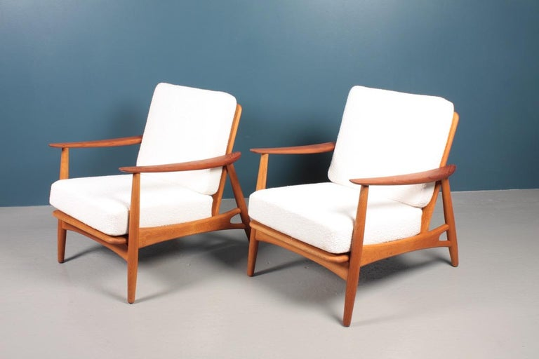 Pair of Danish Modern Lounge Chairs in Teak and Boucle by Johannes Andersen For Sale 1