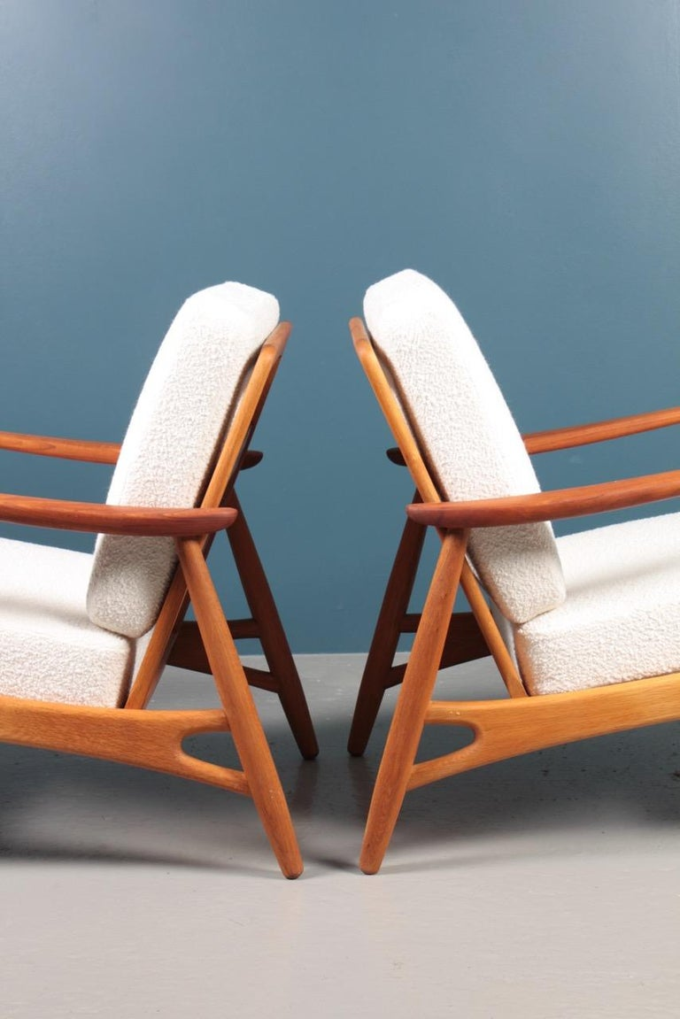 Pair of Danish Modern Lounge Chairs in Teak and Boucle by Johannes Andersen For Sale 2