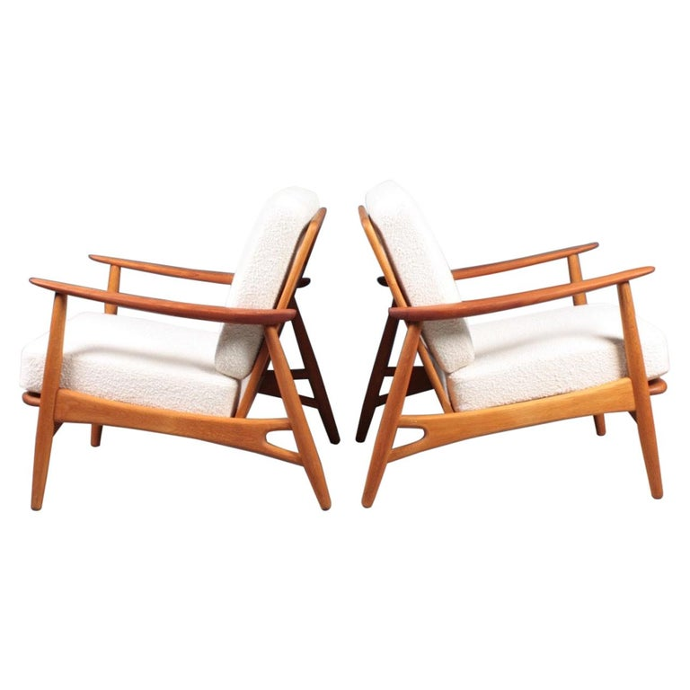 Pair of Danish Modern Lounge Chairs in Teak and Boucle by Johannes Andersen For Sale