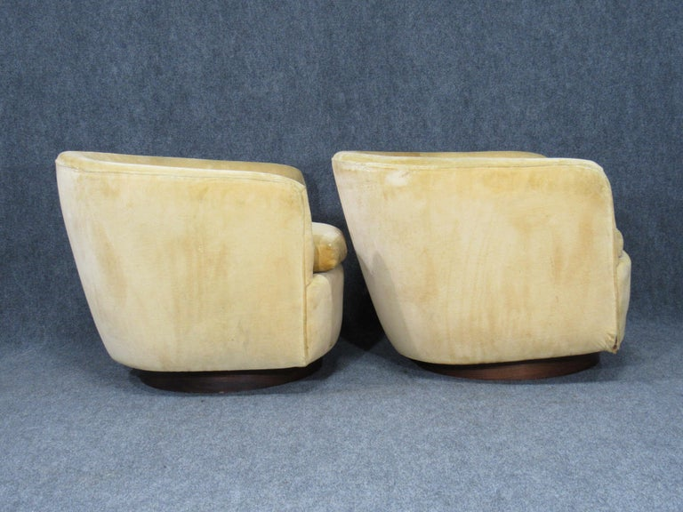 Pair of Danish Modern Milo Baughman Style Swivel Club Chairs with Teak Bases In Good Condition For Sale In Belmont, MA