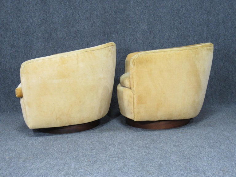 Pair of Danish Modern Milo Baughman Style Swivel Club Chairs with Teak Bases For Sale 3