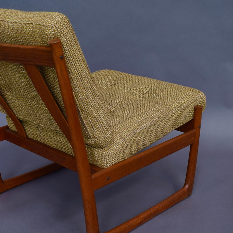 Mid-20th Century Pair of Danish Teak Lounge Chairs by Peter Hvidt and Orla Mølgaard, circa 1960 For Sale