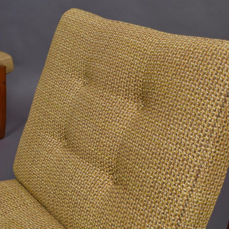 Pair of Danish Teak Lounge Chairs by Peter Hvidt and Orla Mølgaard, circa 1960 For Sale 1