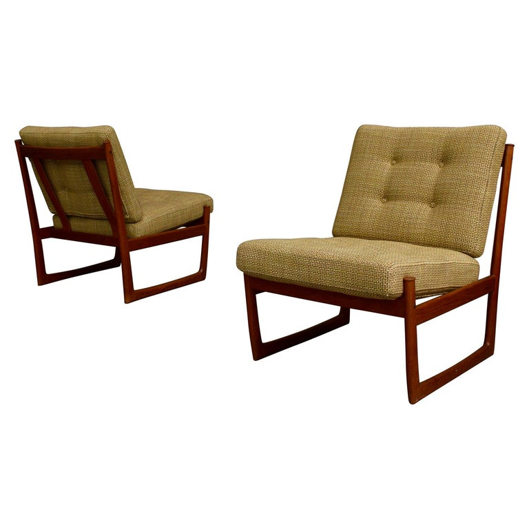 Pair of Danish Teak Lounge Chairs by Peter Hvidt and Orla Mølgaard, circa 1960 For Sale