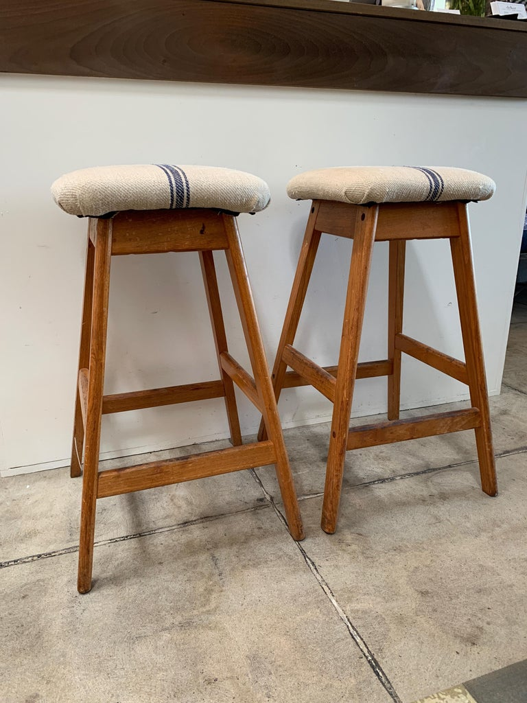 Made in Denmark by Vamdrup Stolfabrik. Reupholstered with vintage grain-sack fabric. Comfortable stools at a perfect bar height, Classic Danish design with minimal wear.
