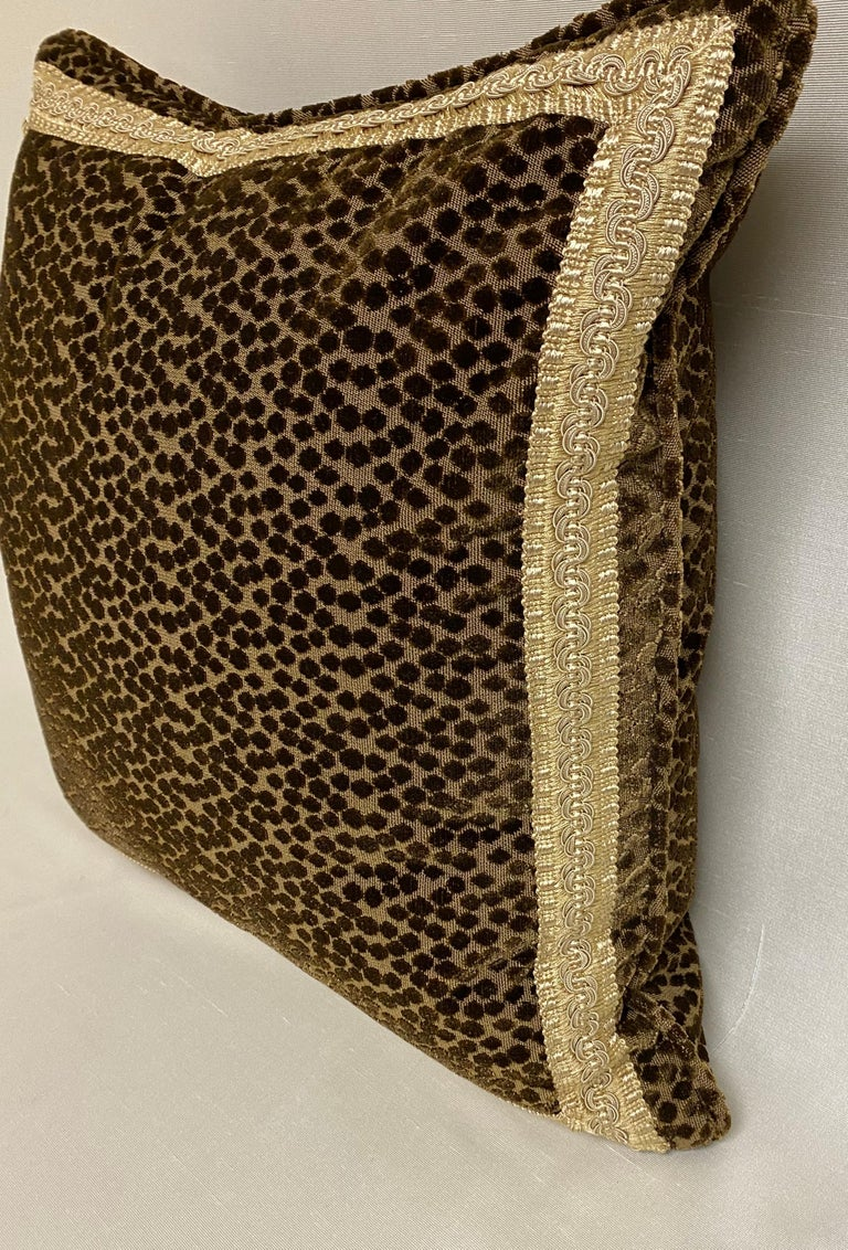 Pair of Dark Brown Cut-Velvet Cushions with Gold Trim In New Condition For Sale In Palm Beach, FL