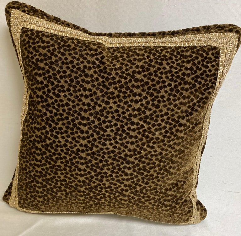 Contemporary Pair of Dark Brown Cut-Velvet Cushions with Gold Trim For Sale