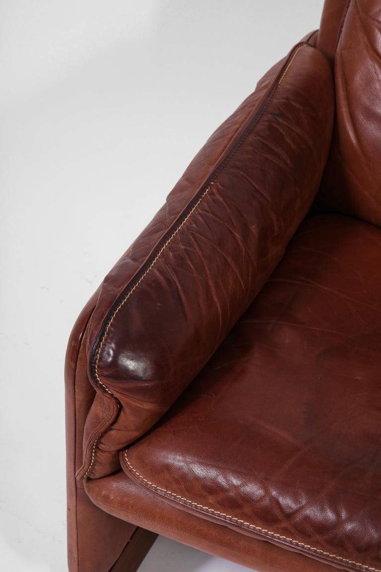 Pair of De Sede 1970s Italian Lounge Chairs in Original Leather and Walnut For Sale 5