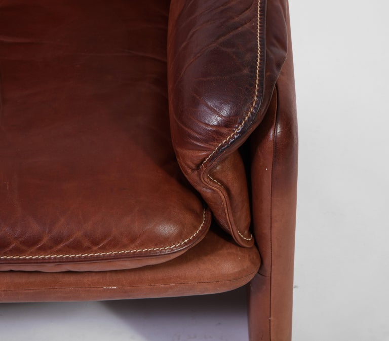 Pair of De Sede 1970s Italian Lounge Chairs in Original Leather and Walnut For Sale 6