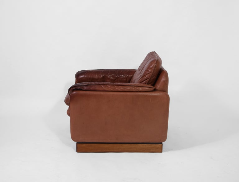 Pair of De Sede 1970s Italian Lounge Chairs in Original Leather and Walnut For Sale 3