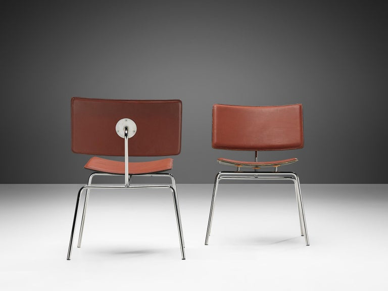 Post-Modern Pair of Dining Chairs in Chrome and Leather For Sale