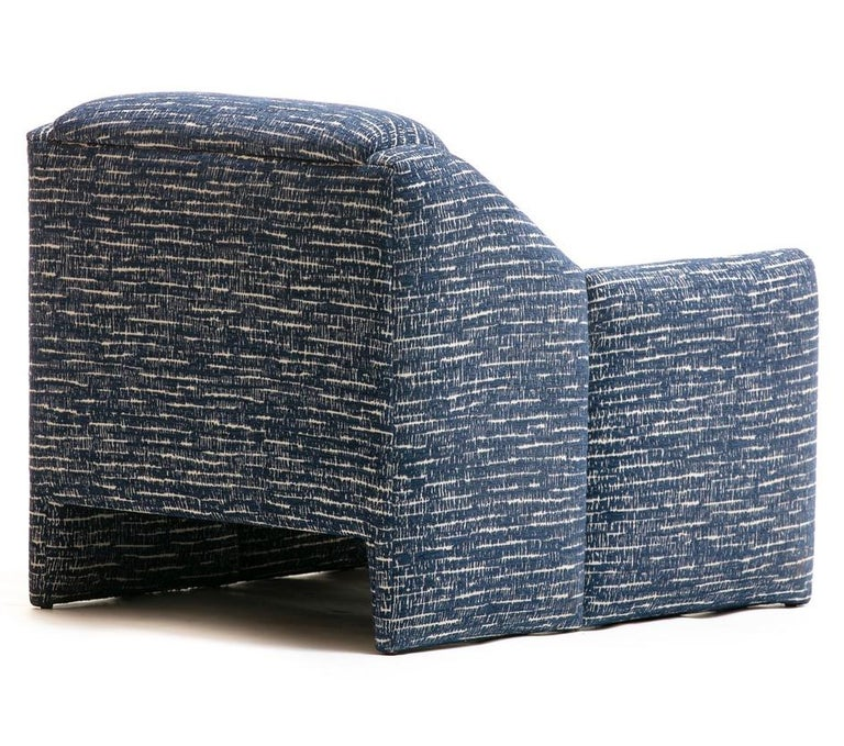 Pair of Directional Sculptural Lounge Chairs in Blue & White Knoll Fabric  For Sale 4