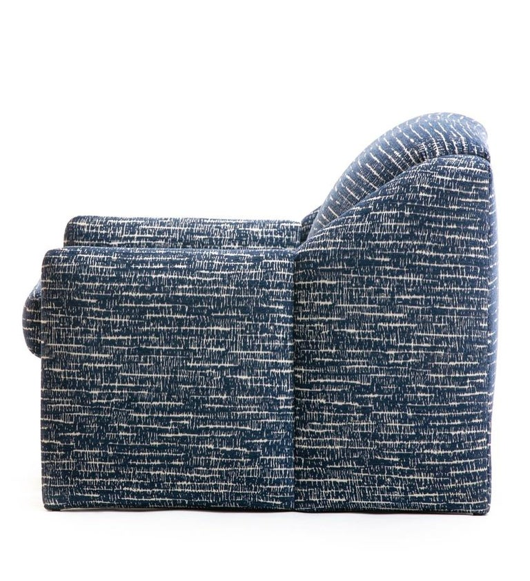 Pair of Directional Sculptural Lounge Chairs in Blue & White Knoll Fabric  For Sale 7