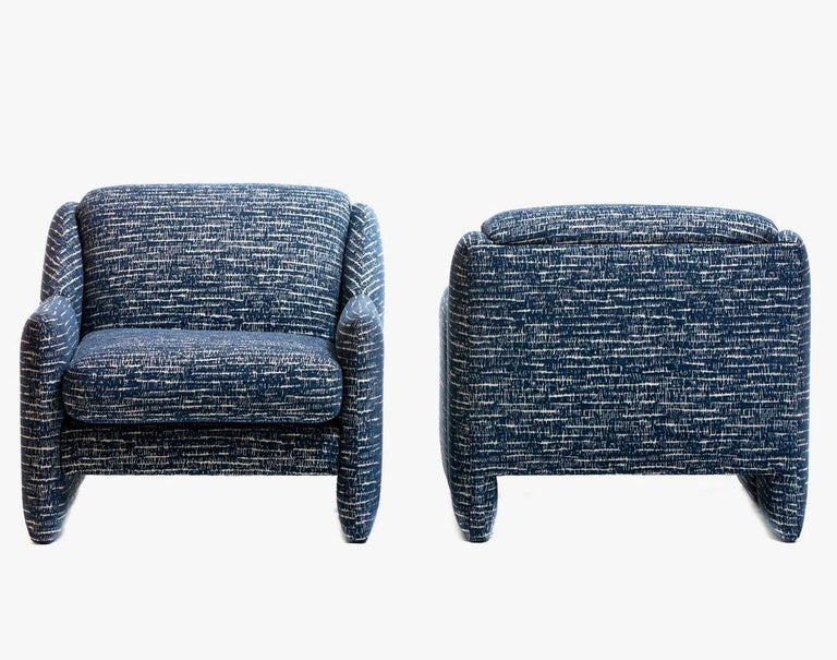 Organic Modern Pair of Directional Sculptural Lounge Chairs in Blue & White Knoll Fabric  For Sale
