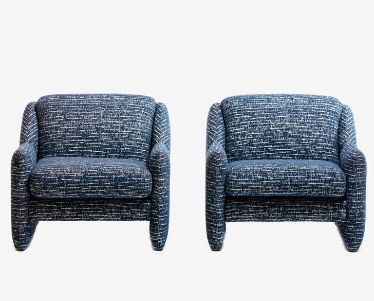 Pair of Directional Sculptural Lounge Chairs in Blue & White Knoll Fabric  In Good Condition For Sale In Saint Louis, MO