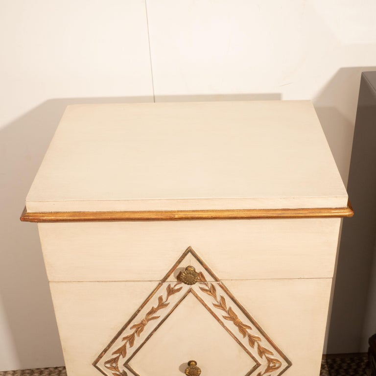 Pair of Directoire Style Painted Bedside Tables In Good Condition For Sale In New York, NY