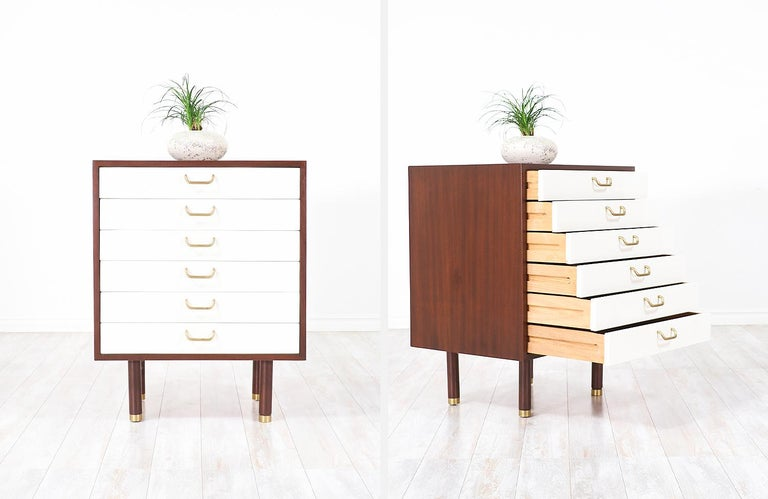Pair of E. Gomme Two-Tone Lacquer Nightstands for G-Plan For Sale 4