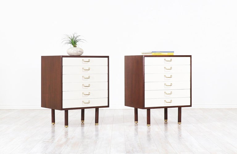 Mid-Century Modern Pair of E. Gomme Two-Tone Lacquer Nightstands for G-Plan For Sale