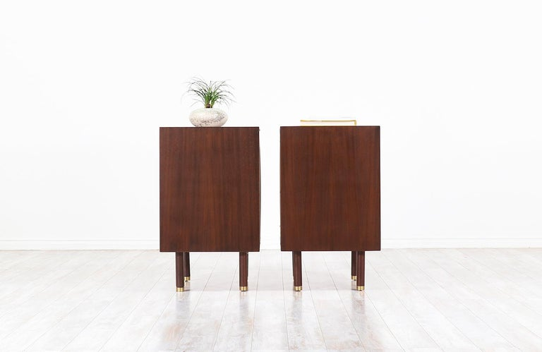 Pair of E. Gomme Two-Tone Lacquer Nightstands for G-Plan In Excellent Condition For Sale In Los Angeles, CA