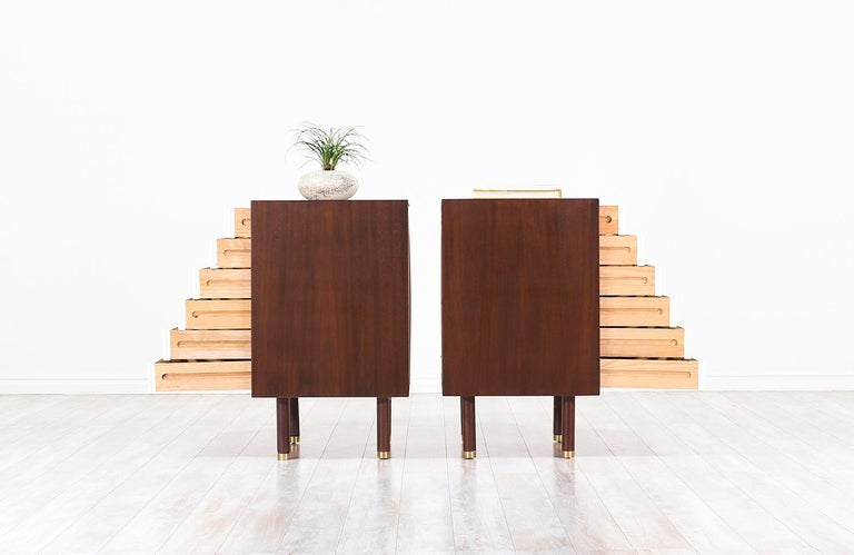 Mid-20th Century Pair of E. Gomme Two-Tone Lacquer Nightstands for G-Plan For Sale