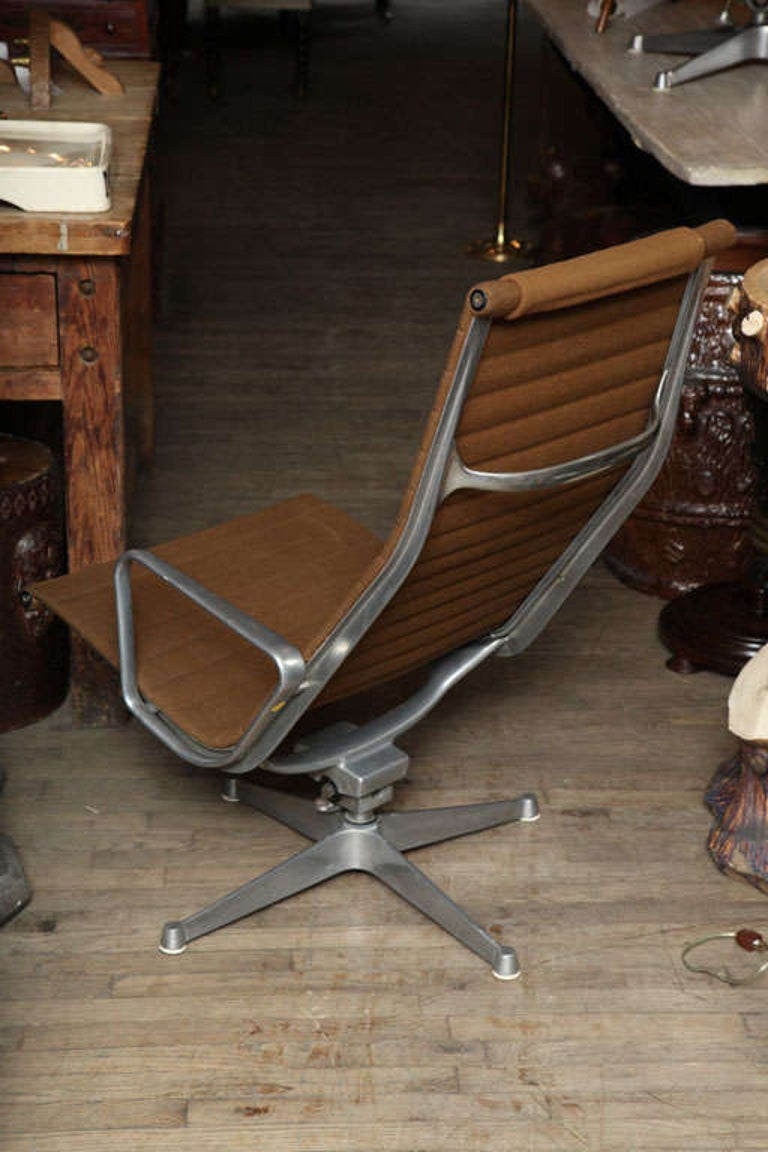Pair of Eames Aluminum Group Chairs  1