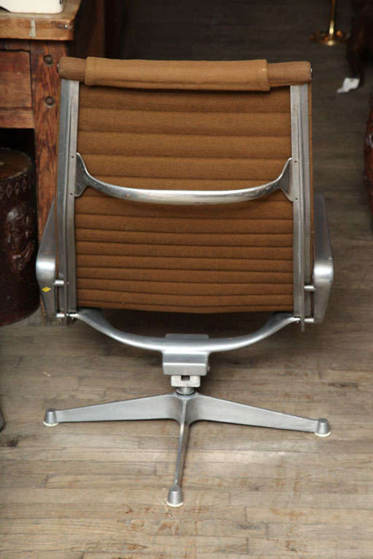 Pair of Eames Aluminum Group Chairs  2