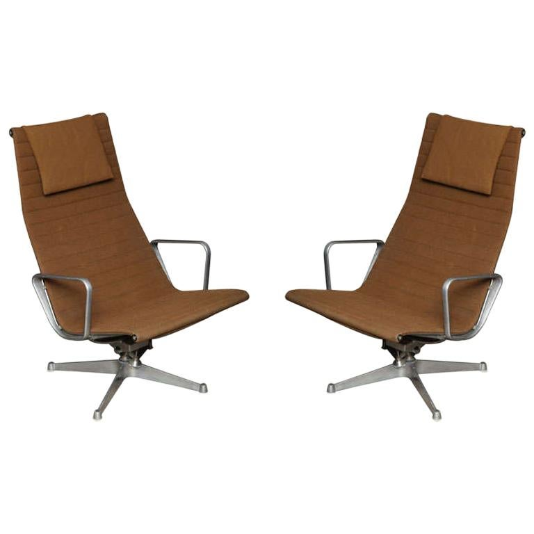 Pair of Eames Aluminum Group Chairs For Sale