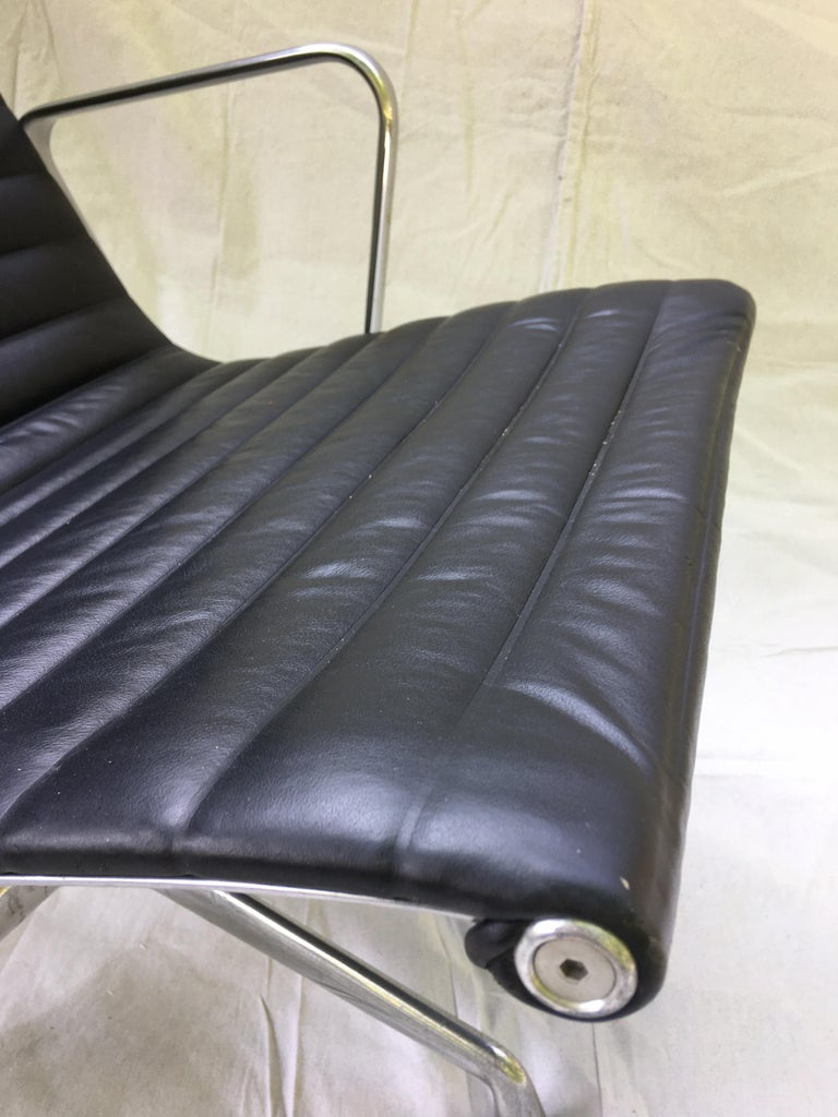 Pair of Eames Aluminum Group Leather Lounge Chairs For Sale 5