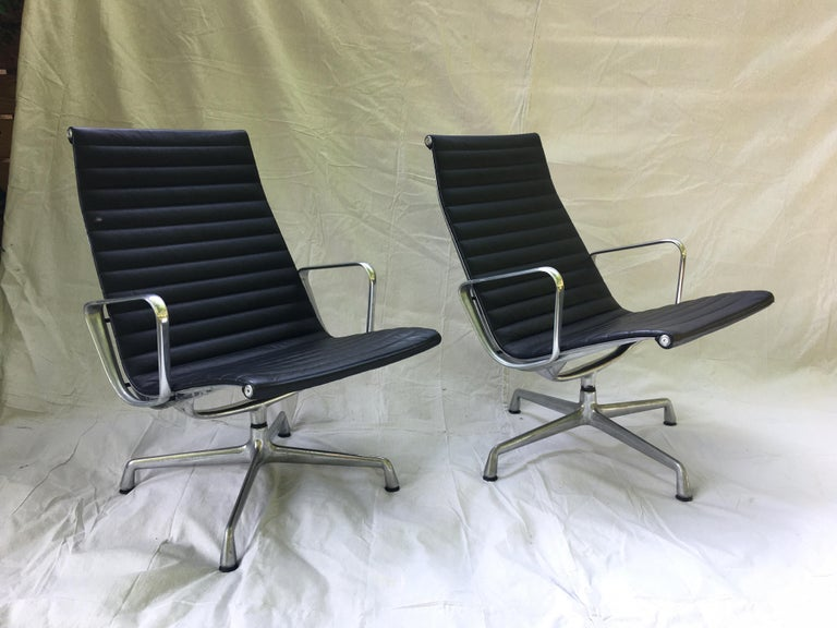 Mid-Century Modern Pair of Eames Aluminum Group Leather Lounge Chairs For Sale
