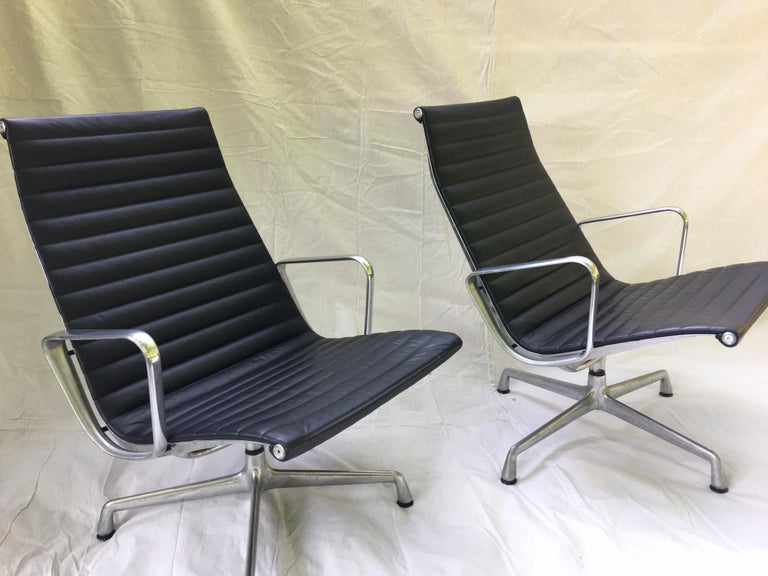Contemporary Pair of Eames Aluminum Group Leather Lounge Chairs For Sale