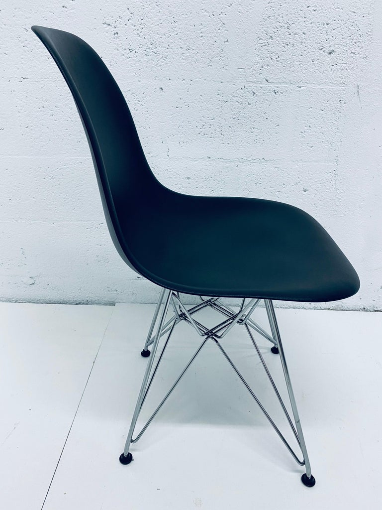 Pair of Eames Black Molded Plastic Side Chair for Herman Miller For Sale 4