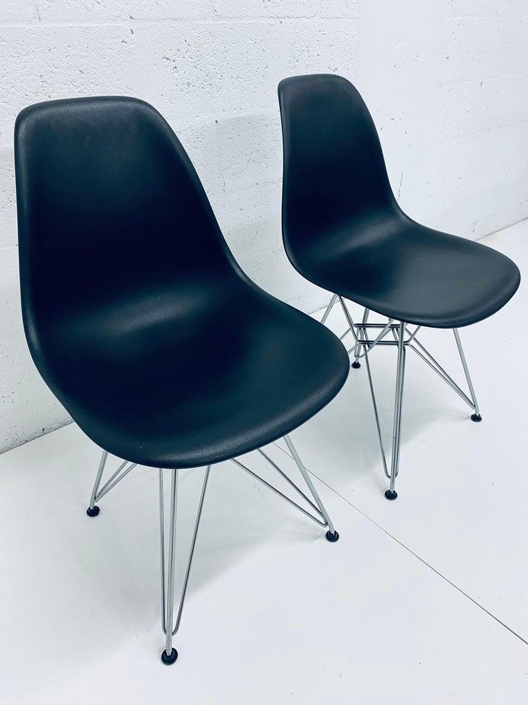 Mid-Century Modern Pair of Eames Black Molded Plastic Side Chair for Herman Miller For Sale
