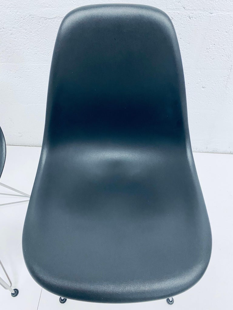 Pair of Eames Black Molded Plastic Side Chair for Herman Miller In Good Condition For Sale In Miami, FL