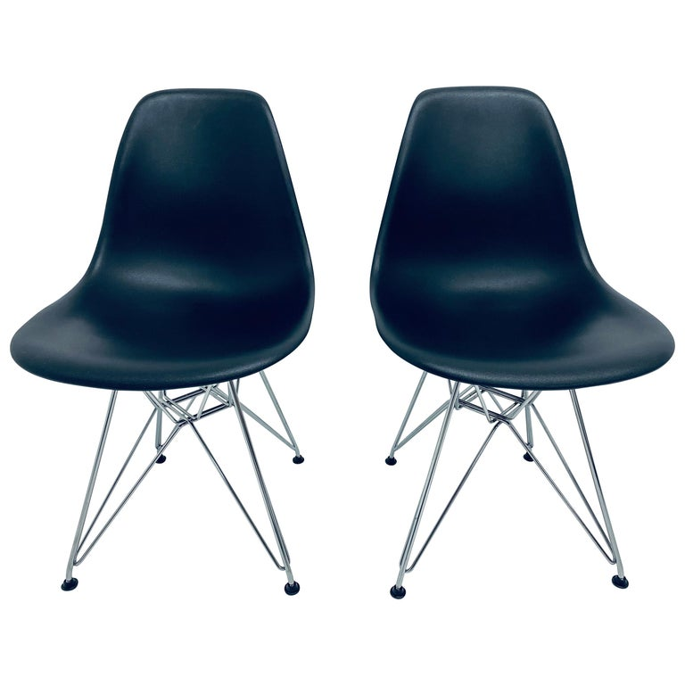 Pair of Eames Black Molded Plastic Side Chair for Herman Miller For Sale