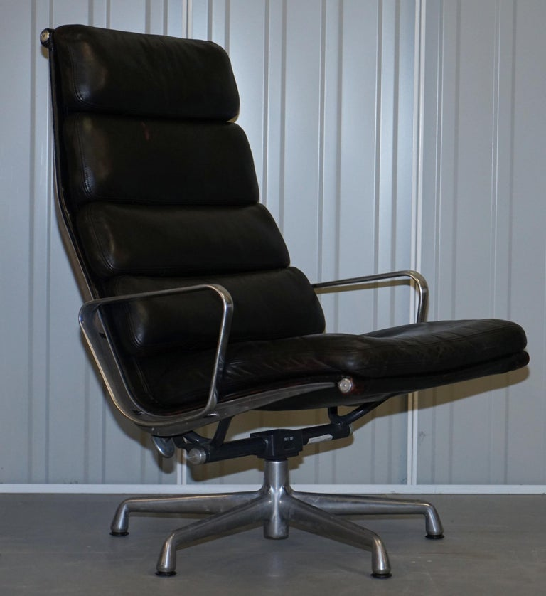 Pair of Eames EA 222 Herman Miller Leather Recliner Lounge Armchairs & Ottomans For Sale 5