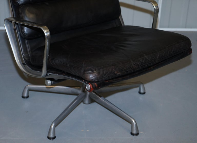 Modern Pair of Eames EA 222 Herman Miller Leather Recliner Lounge Armchairs & Ottomans For Sale