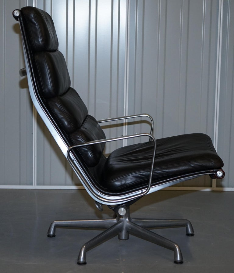 English Pair of Eames EA 222 Herman Miller Leather Recliner Lounge Armchairs & Ottomans For Sale