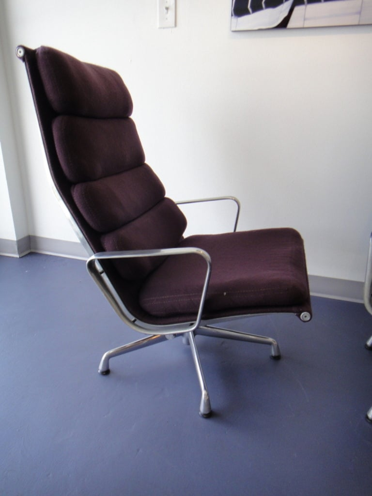 Mid-Century Modern Pair of Eames for Herman Miller Swivel Armchairs Original Purple Fabric  For Sale
