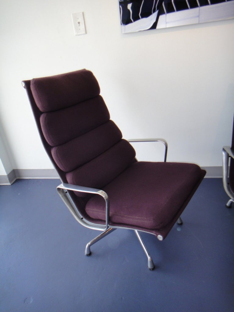 Pair of Eames for Herman Miller Swivel Armchairs Original Purple Fabric  In Good Condition For Sale In Miami, FL