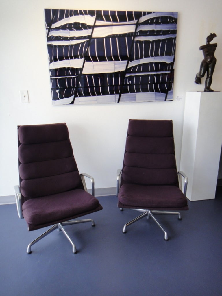 Aluminum Pair of Eames for Herman Miller Swivel Armchairs Original Purple Fabric  For Sale