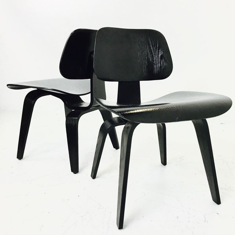Pair of Eames LCW Molded Plywood Lounge Chairs for Knoll For Sale 3