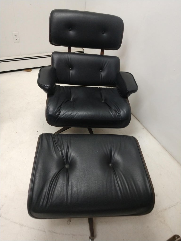 Pair of Mid Century Eames Style Lounge Chairs & Ottoman Selig For Sale 4